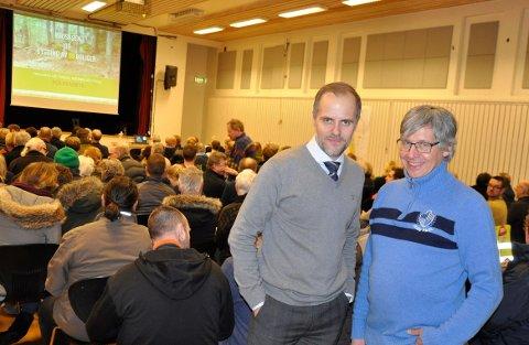 Espen Jensen (t.v.) og Arnt Christian Bryde, henholdsvis leder og kasserer i Framnes og Vindal Nærmiljøutvalg, var svært fornøyde med oppmøtet på folkemøtet ondag kveld.