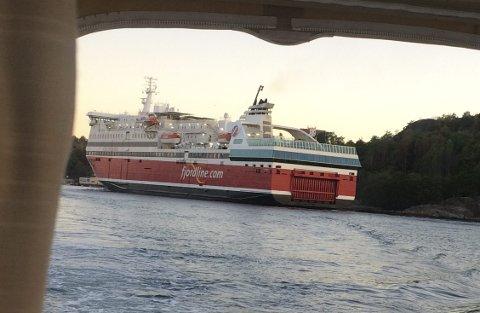 FERJENE: Ferjevirksomheten på indre havn bør fortsette etter 2025. Det skal mye til før jeg skifter standpunkt, skriver Bjørn Hoelseth. Foto: Jan Roaldset