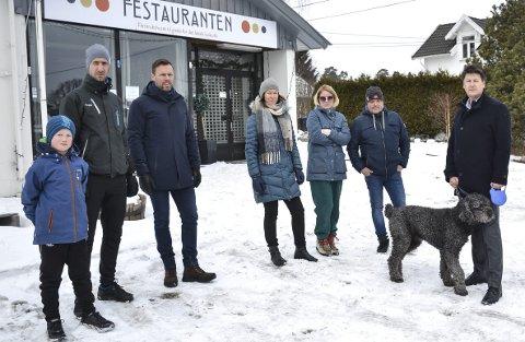 PROTEST: Et helt nabolag – over 130 personer og Foreldreutvalget på Store Bergan skole – har samlet seg om en felles protest, skriver artikkelforfatterne.