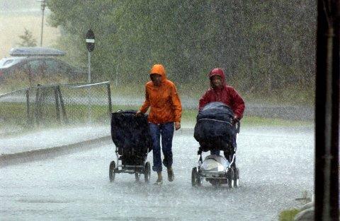 VENTER KRAFTIG NEDBØR I NATT: – Det kommer til å bli vått, sier statsmeteorolog Bente Wahl tidlig fredag kveld.