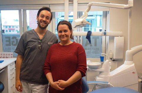 FÅR ORDNET TENNENE: Takket være gavmilde nordmenn smiler livet til Linn Solberg (36). Hun er nå i gang med å fikse tennene sine etter kreftbehandlingen hun har vært gjennom, og snart starter hun med Zometa-medisinen. Her er hun sammen med tannlege Sebastian Däröste hos Torshov Tannlegesenter.