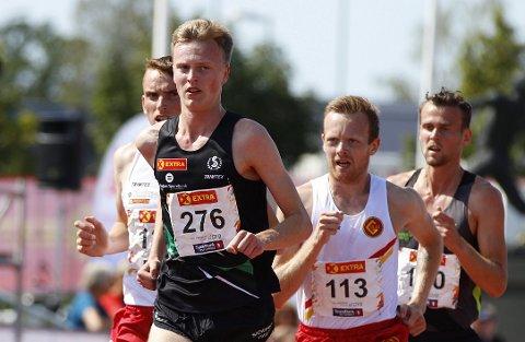 Narve Gilje Nordås tok sølv på 10.000 meter for herrer under NM på Hamar i 2019. Nå er han norsk mester på 1500 meter innendørs.