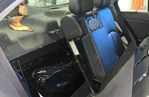 En svart pose med 50 kilo cannabis ble avdekket hos en fører fra regionen. (Se fullt bilde lengre nede i saken).