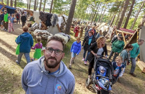 Lars Erik Antonsen er godt fornøyd med rundt 5000 besøkende innom Landeparken i løpet av den tre dager lange Olavsfestivalen. (Foto: Tobias Nordli)