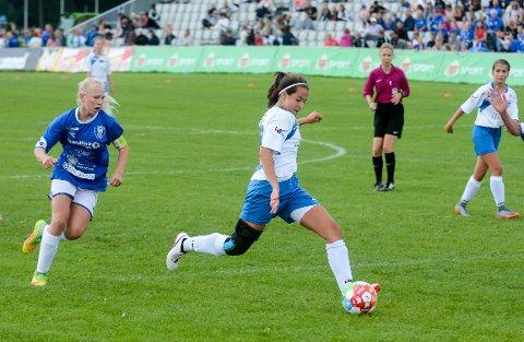 STANG INN: Sara Bahtijaragic (13) scorer her for Kolbotn i finalen i Norway Cup. Dessverre holdt det ikke. Varpe BK fra Nittedal vant 2-1 til slutt.