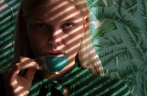 LYS  OG SKYGGE: Alvilde (21), som studerer medier og kommunikasjon på Oslo Met, er modell.