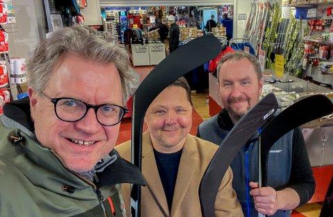 ENGASJERTE: Tre av mange som er med og drar i gang en hockeyklubb: Erik Unaas (kontaktperson i ishockey i styret i Norges Idrettsforbund), Jarle Hilton (med lang bakgrunn som trener og leder for Jordal og Oslo Ishockeykrets) og Pål Dramstad (Sparta-fan og Intersport).