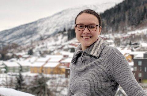 NYTILSETT: Ragnhild Freng Dale er tilsett som forskar på Vestlandsforsking og skal også jobba i det nasjonale senteret for berekraftig klimatilpassing. (Foto: Kyrre Groven)
