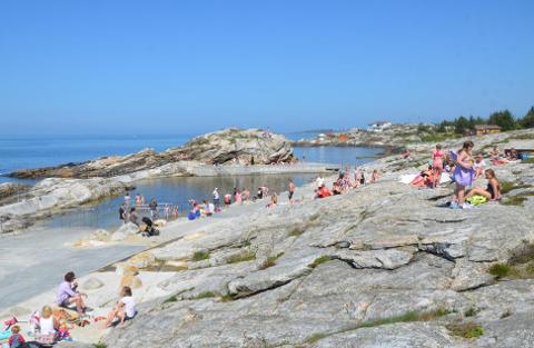 På Sjøbadet og alle andre badeplasser i kommunen tas det regelmessige vannprøver.