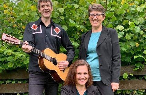 BACH OG GOSPEL: Det er eit vidt repertoar når Ståle Tveit Strømsvold, Anne-Berit Rinde Bjelland og Rita Sørensen (framme) inviterer til haustkonsert.
