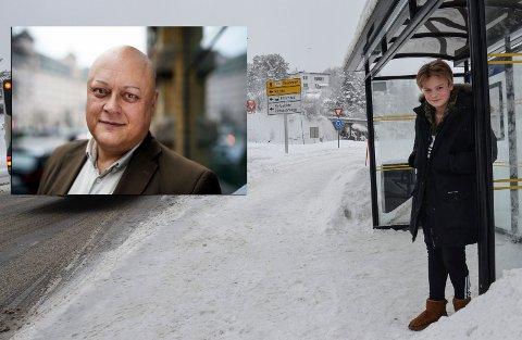LITE FLEKSIBELT: Kevin Næss Strandbråten (13) fikk ikke gå på bussen da han ville betale med en 500-lapp. Det synes Forbrukerrådets fagdirektør for finans, Jorge Jensen, er lite fleksibelt av busselskapet.