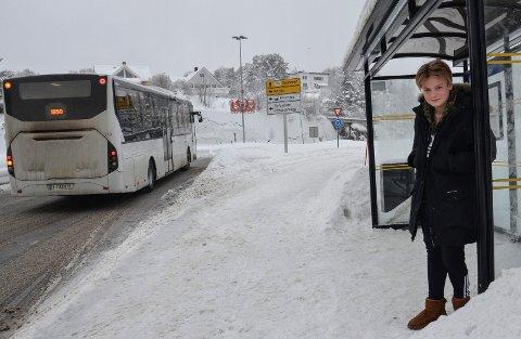 BLE STÅENDE: Kevin Næss Strandbråten (13) fikk ikke gå på bussen da han ville betale med en 500-lapp. Nå har mange reagert etter hendelsen.