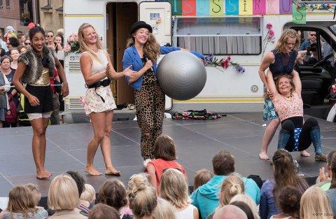 FRISKUSER: Jentene i Sisu Sirkus kan du stifte nærmere bekjentskap med i Rådhusamfiet.