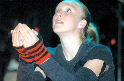 LEVEVEI: Ida Frømyr Borgen gikk til  fylkesfinale Ungdommens Kulturmønstring i 2003. I dag lever hun av dansen som profesjonell danser og entertainer.