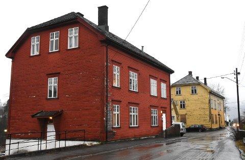 SKAL RESTAURERES: Skolegata 5 og 7 nærmer seg trolig salg. Notodden boligstiftelse ønsker å kjøpe byggene og bygge dem om til boliger, som kommunen får disponere til sosialboliger blant annet.