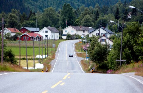 Stengt lenger framme: Fv37 gjennom Hjartdal er  midlertidig stengt 7 kilometer fra Gvammen i  retning Nutheim. Skal du til Åmotsdal og Rauland, må du kjøre via Mælefjelltunellen. (Arkivfoto)