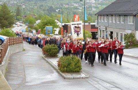 INNRYKK: 222 korister inntar Surnadal første helga i juni. Som i 2015 blir det parade fra Alti-senteret opp til Skei.