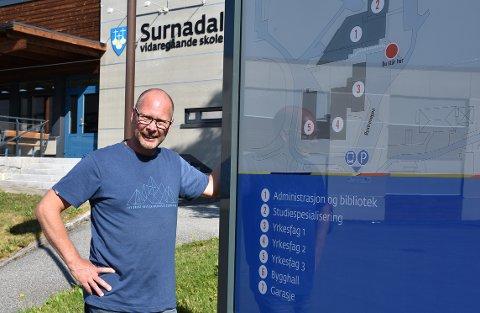 Mons Otnes går fra rektorjobben ved Surnadal vidaregåande skole til stillingen som kommunedirektør i Rindal.