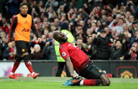 Romelu Lukaku ble kampens stjerne med to mål da Manchester United vant 3-2 i en innholdsrik hjemmekamp mot Southampton. Med det inntok rødtrøyene 4.-plassen.