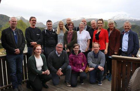APPLAUS: Årsmøtet i Halsa Næringsforening vedtok sammenslåing med kollegene i Hemne fra og med 2020. Vedtaket skapte applaus rundt bordet.