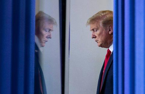 USAs president Donald Trump avsto lørdag fra å holde sin daglige pressekonferanse i Det hvite hus om koronaepidemien etter mye kritikk de siste dagene.