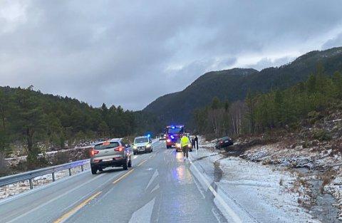 En bil har kjørt av veien på Frei i Kristiansund.