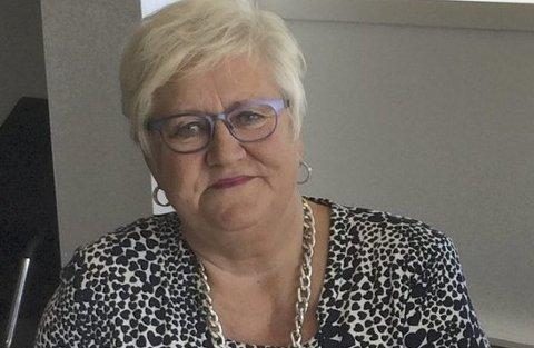 STOR INTERESSE: Mange avdelinger på sykehuset har sikret seg konormøbler som har stått i bygningene som nå skal rives. – Dette er gjenbruk i praksis, sier miljørådgiver Lisbeth Johansen.