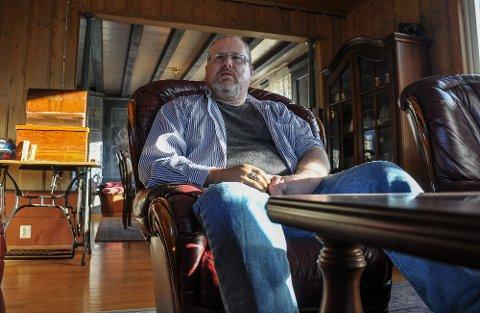 GIR SEG IKKE: Roy Ivar Hernes i Høyjord har vært mer uheldig enn de fleste så langt i livet. Nå håper han at folk vil hjelpe ham med å oppfylle drømmen om å få sin egen avanserte båndsag, ikke minst fordi han da kan fylle dagene med arbeid.