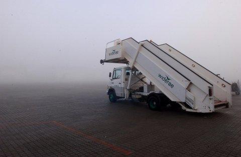 TÅKE: Dårlig sikt på grunn av tåke førte til trøbbel for et Wizzair-fly fredag formiddag. Bildet er tatt ved en tidligere anledning. Foto: Kurt André Høyessen