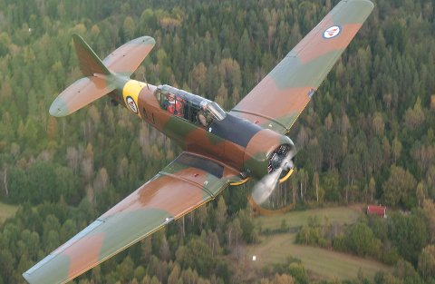 AT 6 HARVARD: Det er dette flyet som skal merkes med nazi-symboler og fly fram og tilbake i forbindelse med «Toråsspelet».