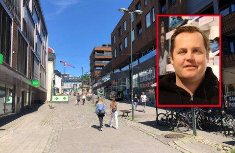 FALL: Mann (88) falt i Rådhusgaten og knakk flere fingre, men ble avvist av AMK. Det reagerer Ivar Husby veldig på.