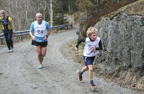 Vemund Myhre vant yngste gutteklasse i fjor. Her har han en liten ledelse på Svein Flaten (pastoren i Guds Menighet), som ble nr. 7 i seniorklassen.