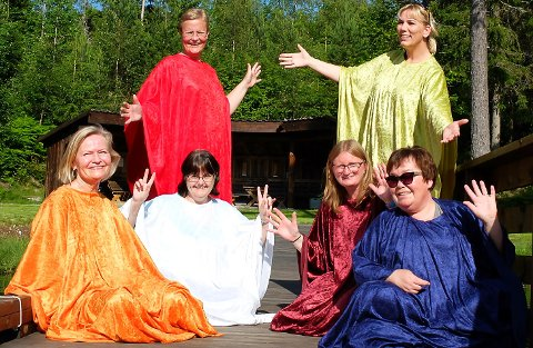 Beste Vestkant Revylag med (forran fra venstre:) Alfhild Loftesnes, Anita Mo, Veronica Sveigane, Jorunn Bråten Karlsen og (bak) Torill Øya og Hannelore Karlsen.