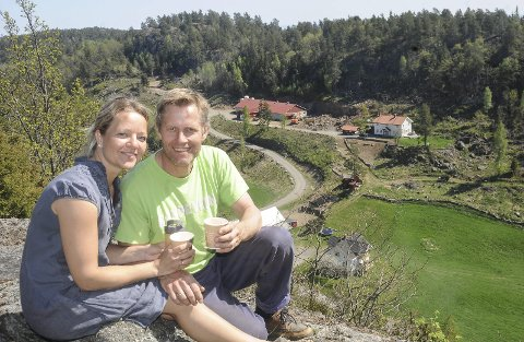 Reiselivsbedrift: Størdal Gård driver i dag med gris, men de har også langsiktige planer for å bli en reiselivsbedrift med gårdskjøkken og utleiehytter. Det er Britt Elisabeth og Øyvind Fossdal som driver gården. Arkivfoto