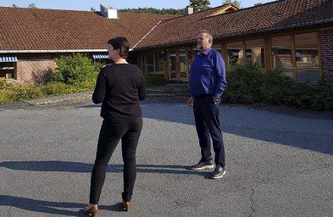 Ledelsesutvikler Kine Aasheim, viste stortingspolitiker Svein Harberg rundt på Mauråsen i september.