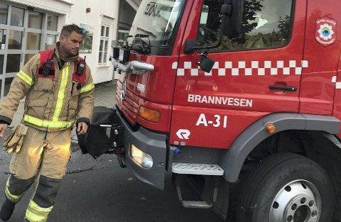 Utrykningsleder Geir Byvold og vaktlaget hans hadde kontroll på røykutviklingen kjapt.
