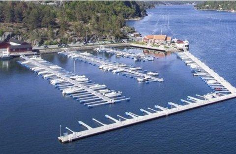 Hagefjordbrygga: Slik ser småbåthavna ut i dag. Planen er å flytte moloen mot øst, slik at anlegget kan forlenges på innsiden mot sør.