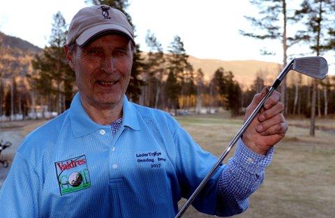 Golf: Nils Anmarkrud, som vant oppvarmingsrunden, oppfordrer folk over 50 år til å slenge seg med på Onsdagsgolfen i sommer.