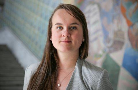 Tar: -Regjeringen gir med den ene handa, men tar langt mer med den andre, mener  Senterpartiets utdanningspolitiske talsperson, Marit Knutsdatter Strand.