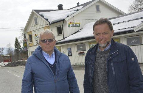 Fiber: Tor Ingar Nordby (t. v.) og Arne Heimstøll har gått fra hus til hus og vervet fiberabonenter.
