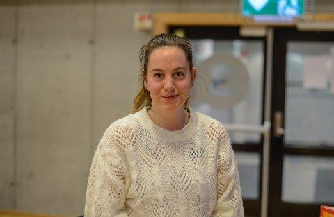 FERDIGUTDANNA: Thea Kristin Havro Almenning tok fagprøva som barne- og ungdomsarbeidar i november og elskar å jobbe med ungar.