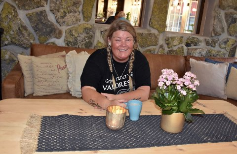 Hektisk: Line Margethe Svien begynte som daglig leder ved Tyinkrysset Fjellstue ved årsskiftet, men på grunn av koronapandemien kunne de ta imot de første gjestene først 20. juni. Siden har det vært hektiske dager.