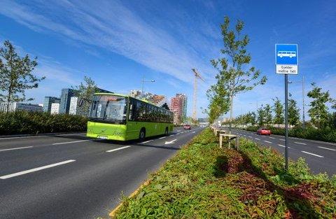 NYE REGLER: Kun elbiler med passasjerer kan fra midten av juli bruke kollektivfeltene i tidsrommet 06:00 til 09:00 innover mot Oslo og 14:00 til 18:00 ut av hovedstaden. Dette vil gjelde for kollektivfelt på alle riks- og europaveger i Oslo og Akershus.