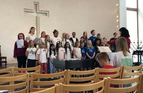 Vestby barne- og ungdomskor hadde konsert sammen med Ås barne- og ungdomskantori i Såner kirke.