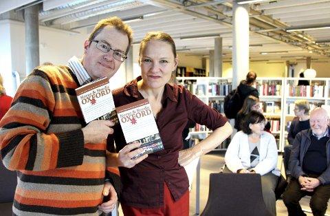 Guide: Richard O. Smith og Ann-Turi Ford med sin Oxford-guide på Tangenten. I januar lanseres boka i Oxford. Foto: Mariann L. Dahle