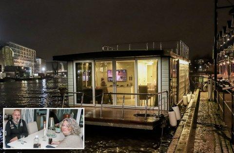I en splitter ny husbåt som har mer til felles med moderne funkisleiligheter enn de fleste boliger på tørt land i Fredrikstad, har Stein Knarvang (57) og Gro Andersen (54) (innfelt) for drøye to millioner kroner sikret seg en nærhet til elva det fleste bare kan drømme om.