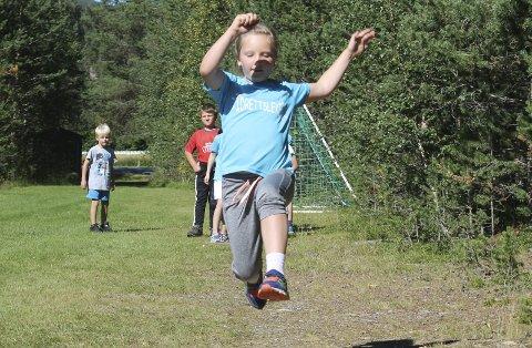 I spranget: Martine Tønder-Nilsskog ga alt i lengdegropa. Alle Foto: Trond Findahl