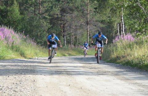 Per Buttingsrud Aas-eng og Eirik Fiskvik i durabelig kamp om spurtpris ved Lademyren. Aas-Eng stakk av med seieren her.