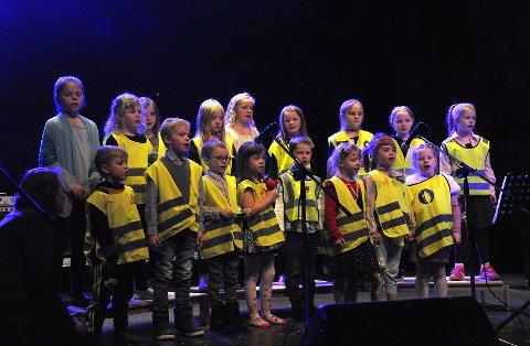 Barnekoret gruppe 1, synger Reflekssangen.