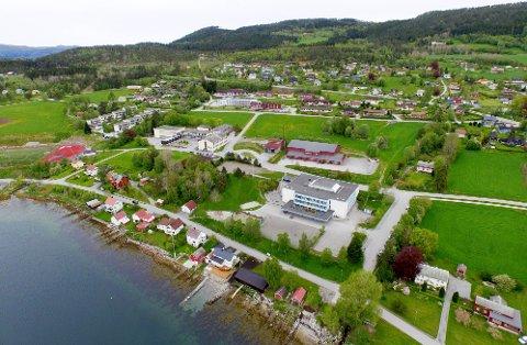 Det er plass og hjerterom for flere flyktninger i Tingvoll. Her foto fra Tingvollvågen. (Arkivfoto)